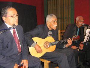 Musizierende Männer in Peru