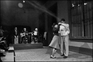 Tanzendes Paar in einer Aufführung
