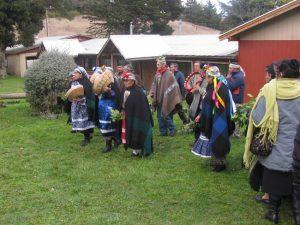 Alte und junge Mapuche-Frauen