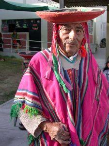 Alter Mann in Tracht in Peru