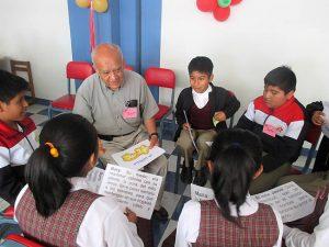 Begegnungstreffen zwischen Mitgliedern von Seniorengruppen und Schüler/innen