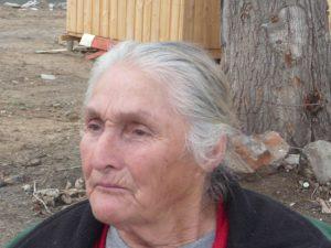 Überlebende Frau des Erdbebens in Chile