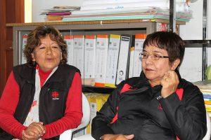 Zwei Helferinnen des Seniorenprogramms in Tacna