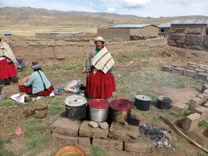 Kochstelle im Freien in den Peruanischen Anden