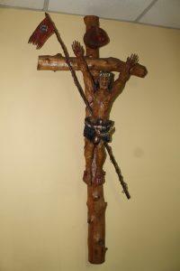Holzkreuz mit Jesus Christus